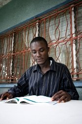 African_man_reading